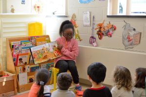 Maternelle Story time by Middle School students