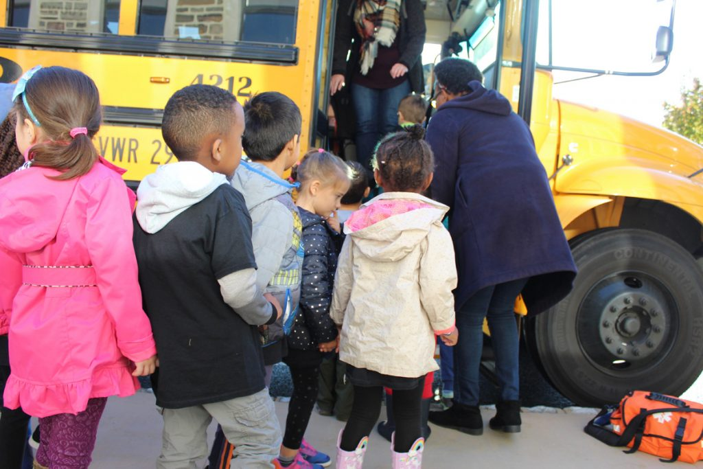 Maternelle Students Visit Fernbrook Farms