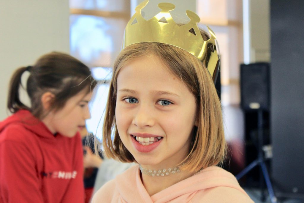 "Students Host ""Galette Des Rois"" in Cafeteria"